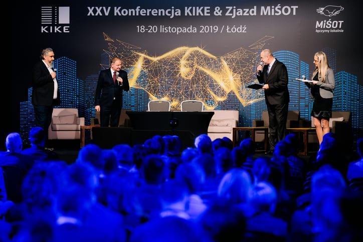 3. K.Czuszek, K.Skupien i konferansjer