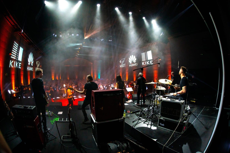 9d. backstage